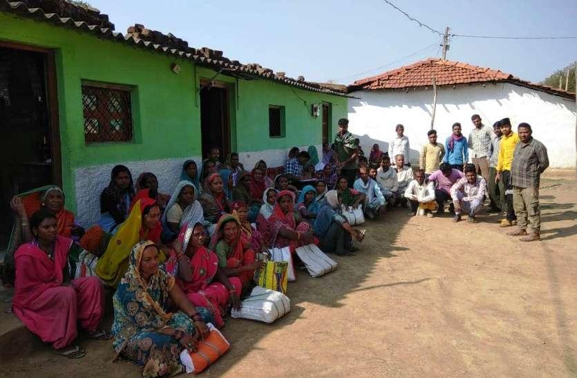 अनाज के लिए आक्रोशित ग्रामीणों मचाया हंगामा