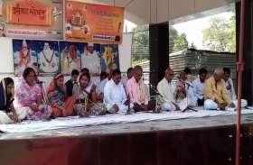 पुलवामा में शहीद जवानों को श्रद्धांजलि देने आयोजित किया गया संकट मोचन पाठ