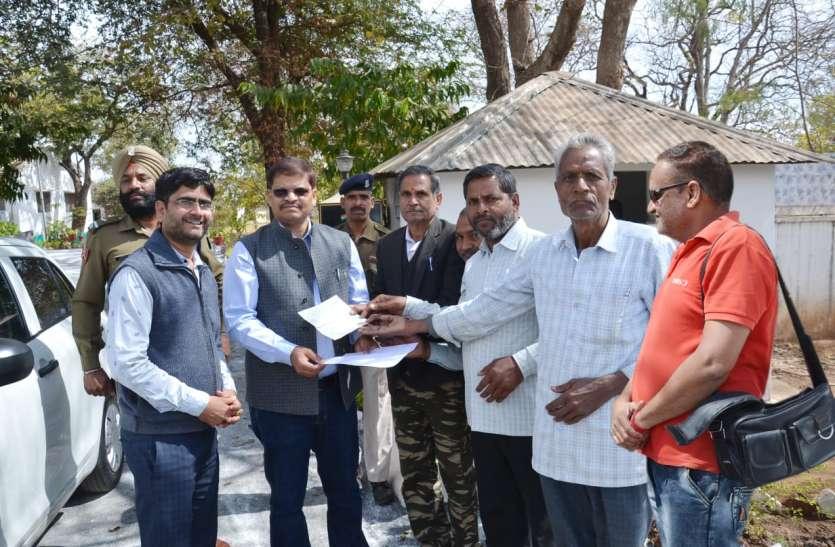 शहीद जवानों के परिवार की सहायता के लिए  जांगिड़ ब्राह्मण समाज के उठे हाथ