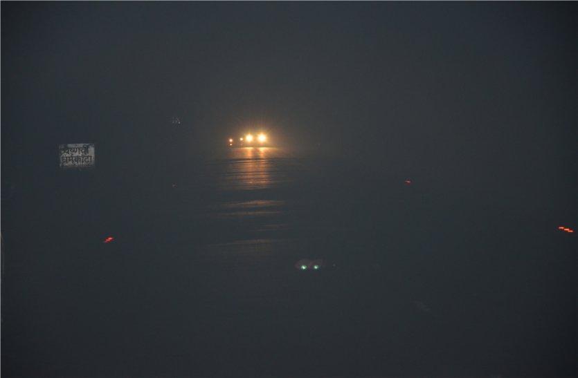 ट्रेचिंग ग्राउंड से निकल रहा चौबीसों घंटे धुआं, रोड पर छा रही धुंध, हो रहे हादसे