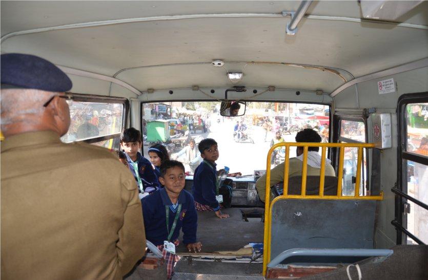 स्कूल वाहनों में असुरक्षित विद्यार्थी, ड्राइवरव क्लीनर का नहीं पुुलिस वैरीफिकेशन,पढ़े खबर