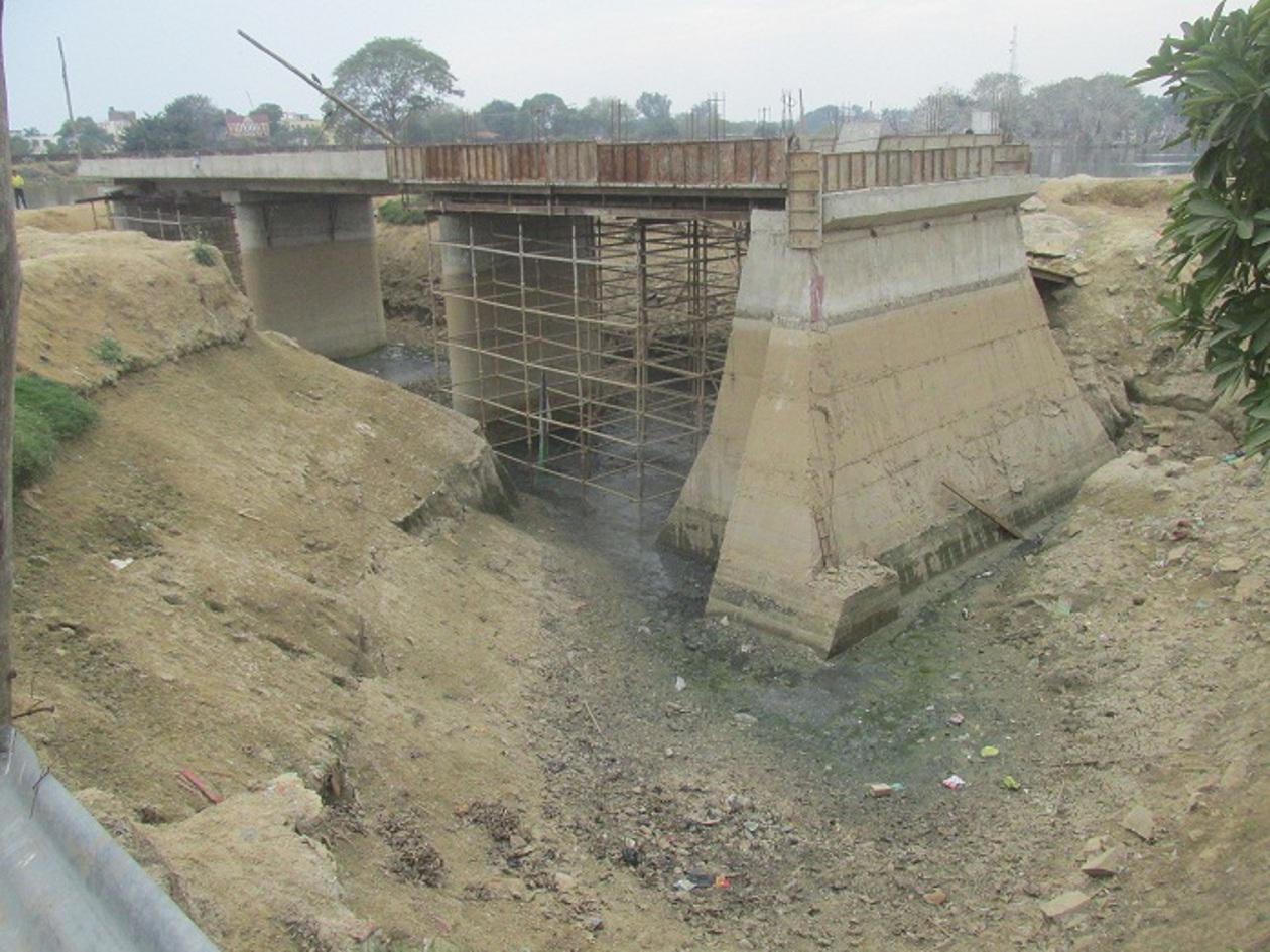 40%'यादा पर ठेका, फिर भी पुल अधूरा