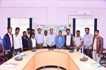 उदयपुर के इस महाविद्यालय में फील्ड कार्यकर्ताओं ने जानी वैज्ञानिक पशुपालन की नवीन तकनीक