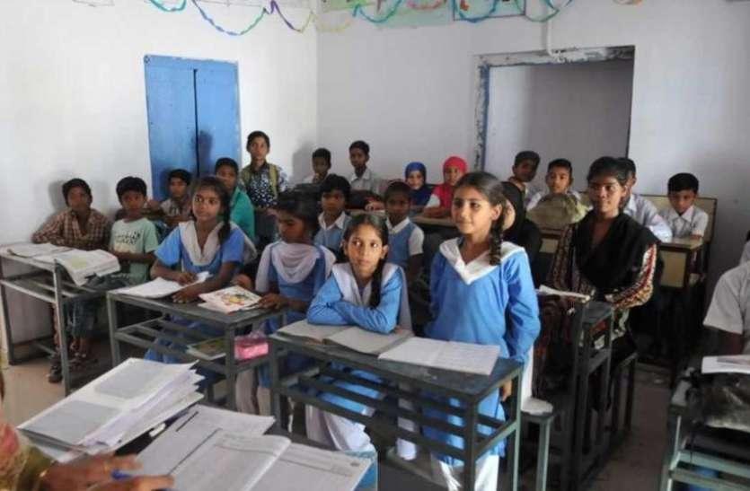 shortage of teacher : बिन गुरु कैसे मिले ज्ञान, स्कूलों में 800 शिक्षकों की जरूरत
