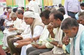 प्रधानमंत्री की मन की बात सुने बिना चले गए विधायक, किसानों को खाना देकर रोका