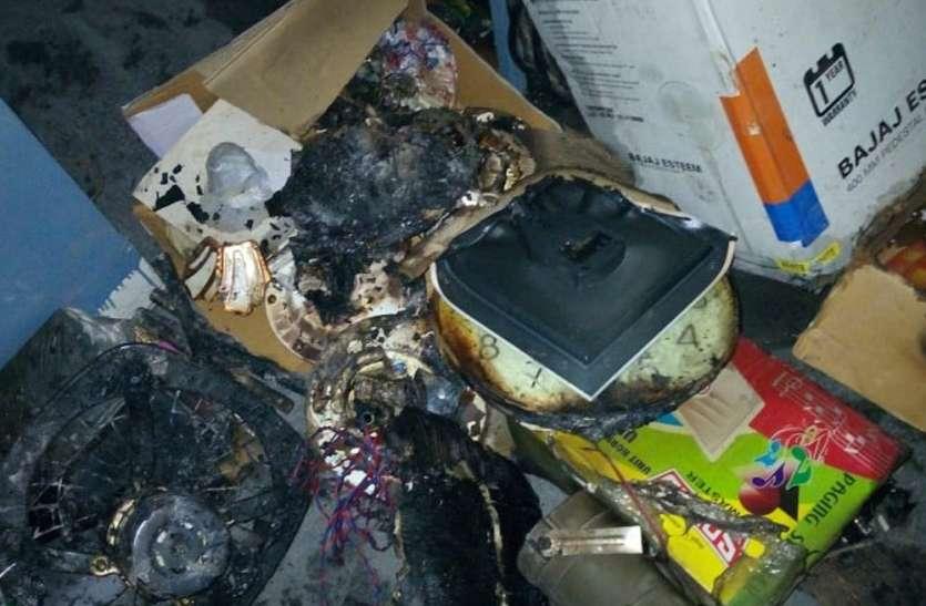 इलेक्ट्रॉनिक्स की दुकान में भड़की आग, जानिए फिर क्या हुआ