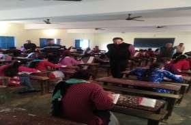 महात्मा गांधी काशी विद्यापीठ की वार्षिक परीक्षा शुरू, वीसी ने किया केन्द्रों का निरीक्षण