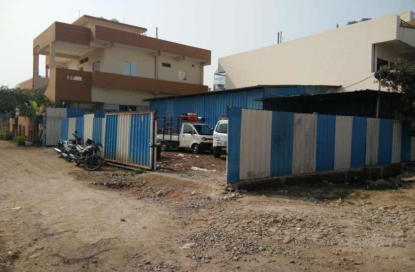 दानिश कुंज में रहवासी इलाके से नहीं हटे कारखाने