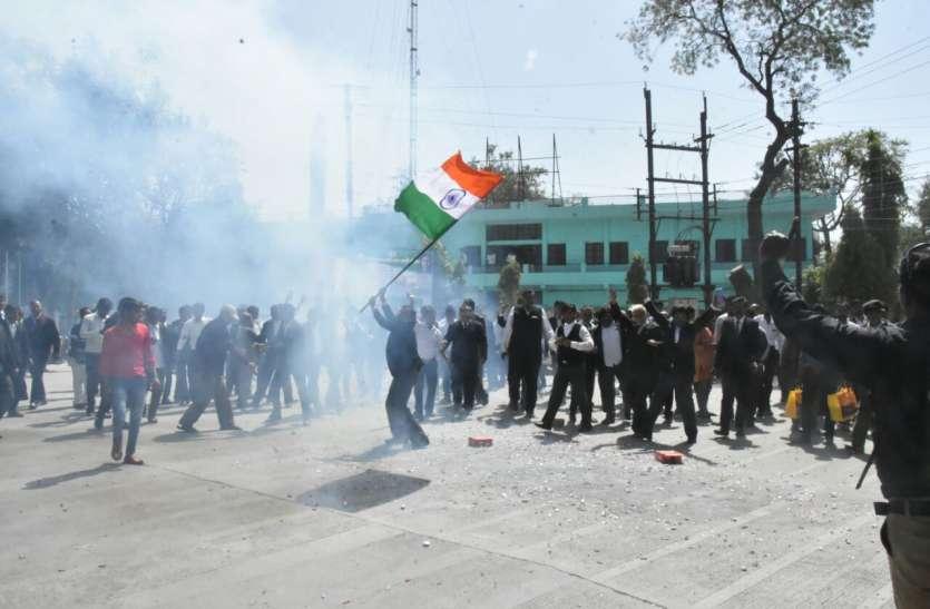 India air strikes in pakistan: देंखे कैसे झूमे मालवावासी, आतिशबाजी कर मनाई खुशियां