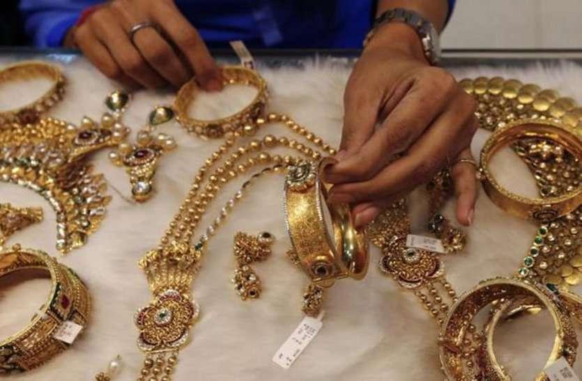 सोने के मुकाबले 4 गुना महंगी हुई चांदी, जानिए आज कितने हुए दाम