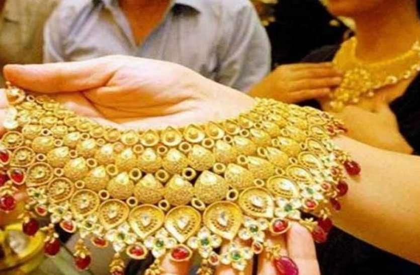 नवरात्र शुरू होने से पहले सोने की कीमत में भारी गिरावट, जानिए कितना हुआ सस्ता