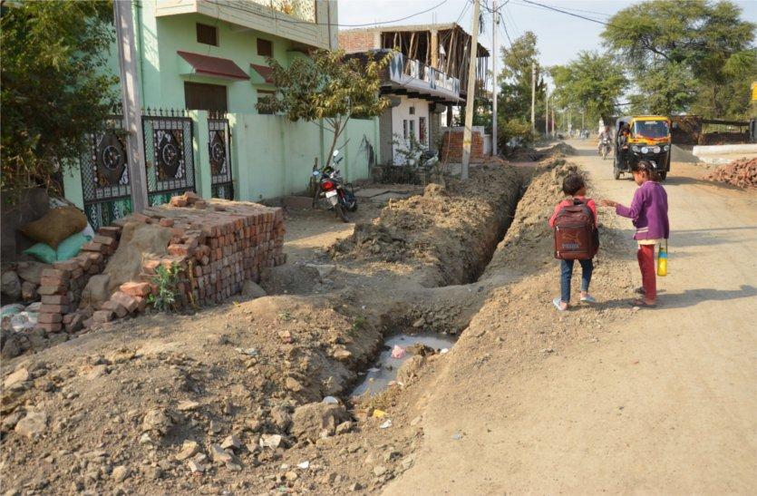 इस गांव में डाली जा रही पानी की लाइन बनी लोगों के लिए मुसीबत, पढ़े खबर