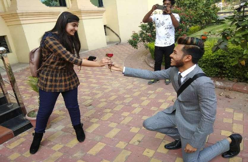 जब पं. दीनदयाल ऑडिटोरियम में युवती ने किया भूटान ब्वॉय को प्रपोज!
