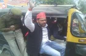 प्रतापगढ़ में सीएम योगी का विरोध, काला झंडा दिखाने की कोशिश