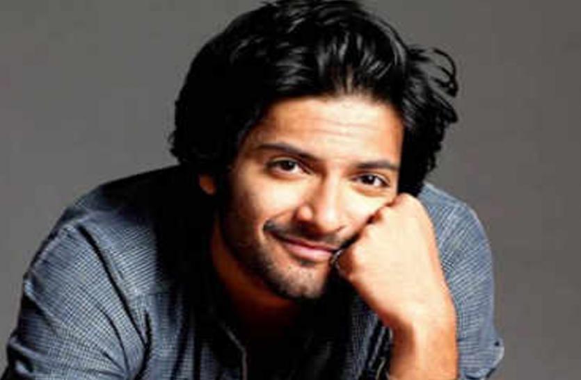 'मिर्जापुर' के दूसरे सीजन की शूटिंग शुरू, टीम के साथ डबिंग स्टुडियो पहुंचे अली फजल