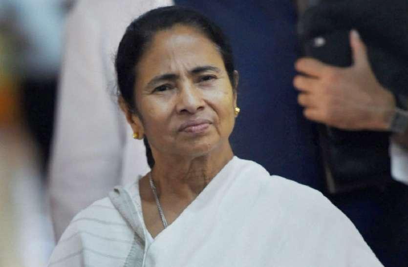 ममता बनर्जी के खिलाफ शिक्षिका ने फेसबुक पर की टिप्पणी