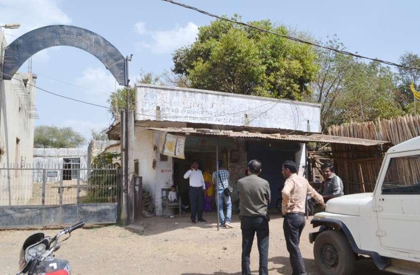 कब्जा खाली कराने पहुंचे अधिकारियों को लौटना पड़ा बैरंग