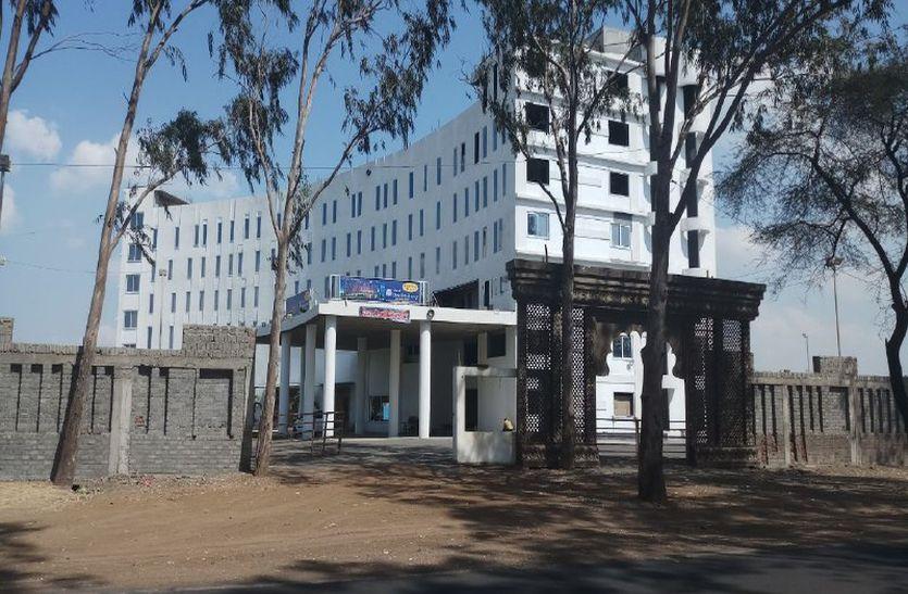 महू रोड पर गोदाम की जमीन पर छह मंजिला होटल फिर शुरू