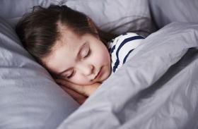 रिसर्च स्टाेरी - बच्चों के लिए कम नींद सही नहीं, प्लेट बताएगी कैलाैरी