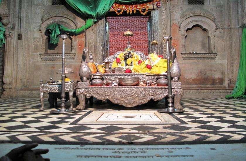 वृंदावन में स्थित श्री राधारमण मंदिर