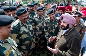 सीमावर्ती क्षेत्रों में पहुंचे कैप्टन,बोले- लोग डटकर खड़े हैं सेना के साथ