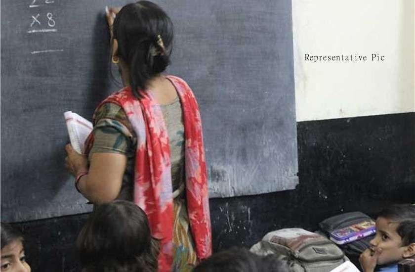 शासन के गलत निर्णय से सैकड़ों अतिथि शिक्षक हुए बाहर
