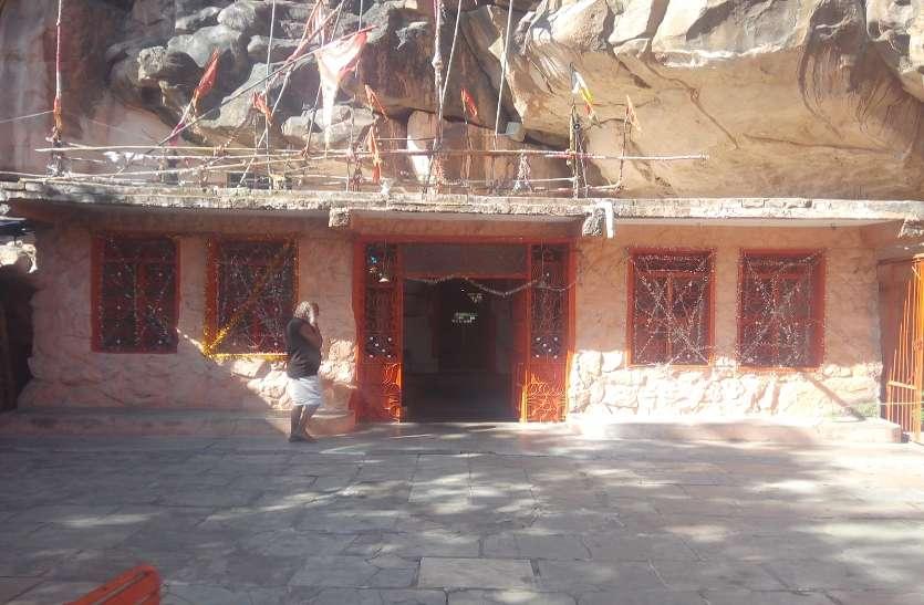 भीमबैठिका स्थित विंध्याचल पर्वत पर 'पांडवों की कुलदेवी