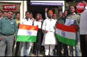 विंग कमांडर अभिनंदन की भारत वापसी पर वाराणसी में जश्न, कहीं उड़े अबीर गुलाल तो कहीं हुई आतिशबाजी