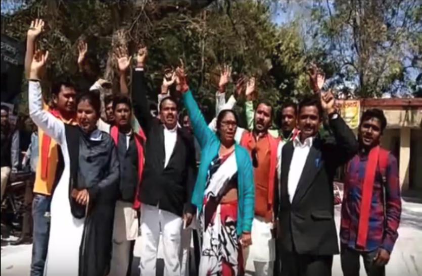 भारतीय शक्ति चेतना पार्टी ने यूपी पुलिस और भाजपा सरकार पर लगाए आरोप, डीएम को सौंपा ज्ञापन