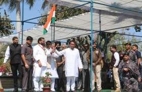 देशभक्ति के गीतों की धुन बजाते हुए पहुंचे मंत्रालय - photo