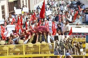सीकर किसान आंदोलन का तीसरा दिन, शिक्षा राज्य मंत्री डोटासरा के घर पहुंचे सैकड़ों किसान, भारी पुलिस जाप्ता तैनात