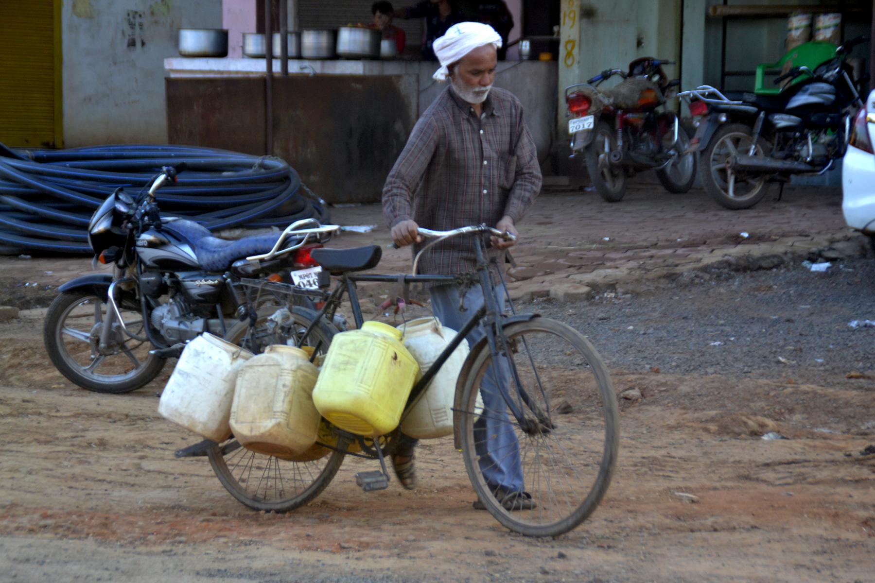यहां सूखे पड़े हैं 200 हैंडपंप और 100 गांवों में पानी के गंभीर हालात