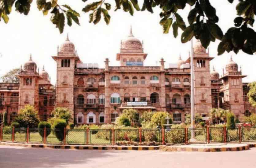 मंत्री की नाराजगी के बाद हाईट्स कंपनी पर एक लाख रुपए का जुर्माना