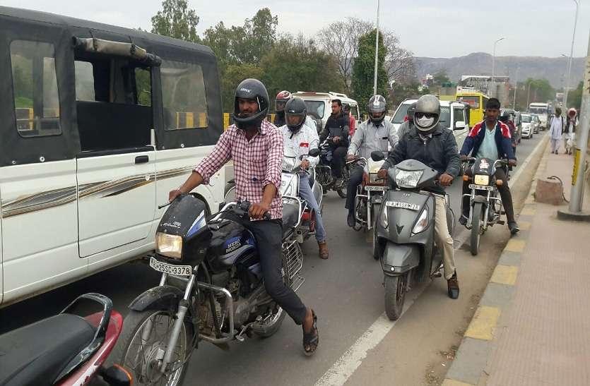 VIDEO : हम्मीर ब्रिज पर कई घंटो तक जाम, रेंग रेंग कर चकते रहे वाहन