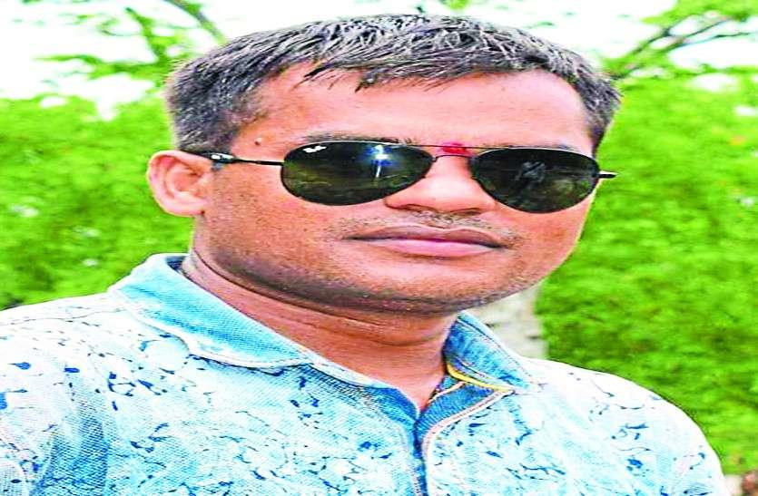 पत्नी से विवाद के बाद आरक्षक ने पुलिस क्वार्टर में फांसी लगाकर की आत्महत्या