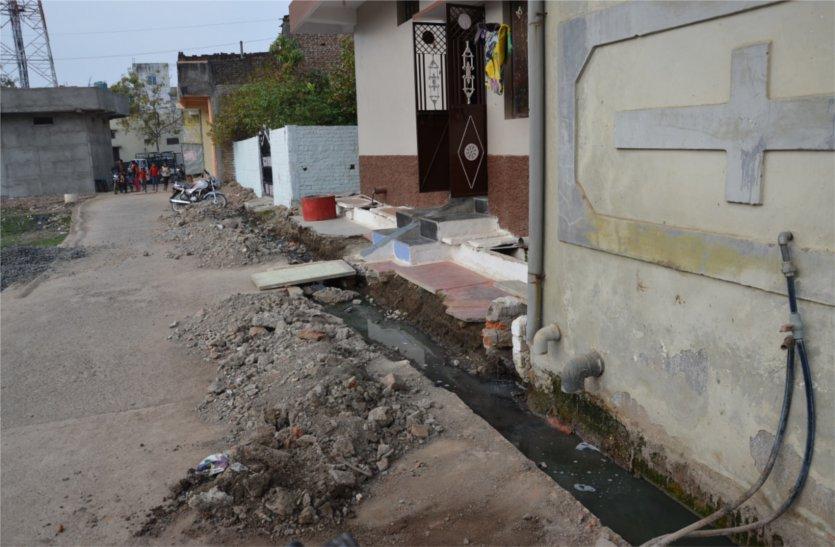 इस शहर में अधूरे निर्माण कार्य बनने लगे लोगों को मुसीबत, पढ़े खबर