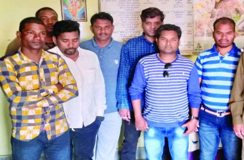 पुलिस को ये सूचना मिलते ही दी दबिश, बिर्रा उपसरपंच पति सहित 13 जुआरियों से 74 हजार रुपए जब्त