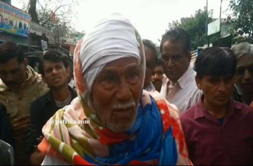 VIDEO : बुजुर्ग से बजार में छीने पचास हजार रुपए,भीड़ ने आरोपी को दबोचा, टोंक बस स्टैण्ड के पास की घटना