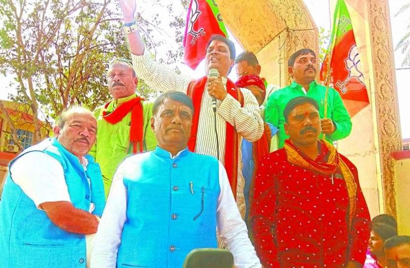 वादे पूरे नहीं कर पाई प्रदेश सरकार, नया सीएम तलाश लें राहुल : चौहान