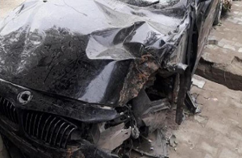 जन्मदिन की पार्टी के बाद युवक BMW से जा रहा था सिगरेट लाने, तभी गाड़ी के उड़ गए परखच्चे और हो गई मौत