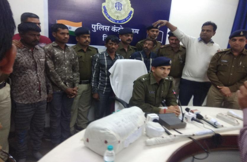 पुलिस ने पकड़े 64 हजार के चार इनामी बदमाश