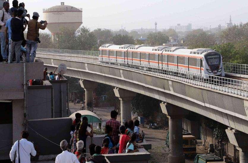 प्रधानमंत्री मोदी मेट्रो ट्रेन को आज दिखाएंगे हरी झंडी