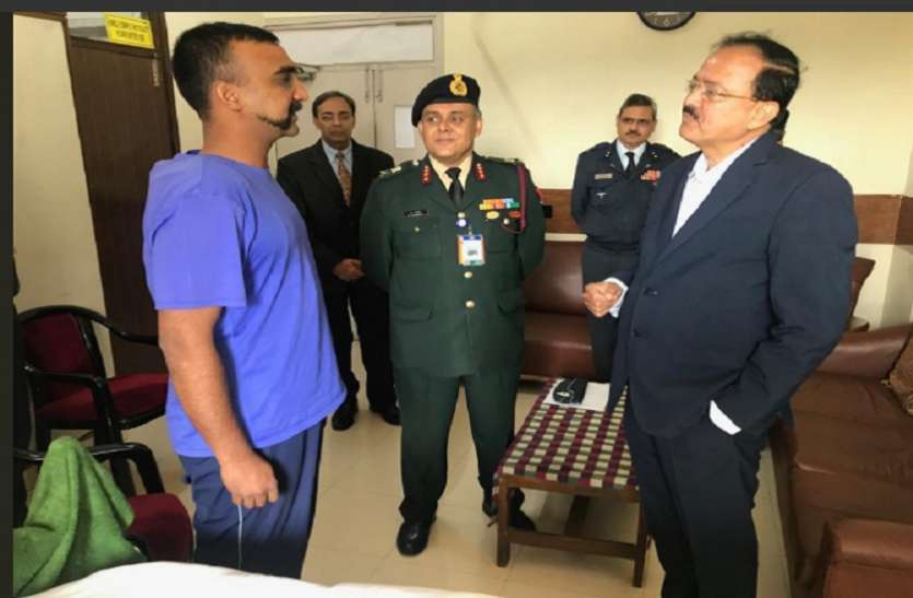 विंग कमांडर अभिनंदन से मिले रक्षा राज्य मंत्री भामरे, आर्मी अस्पताल में चल रहा इलाज