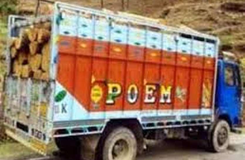 अवैध रूप से लकडिय़ा ले जाते ट्रक पकड़ा