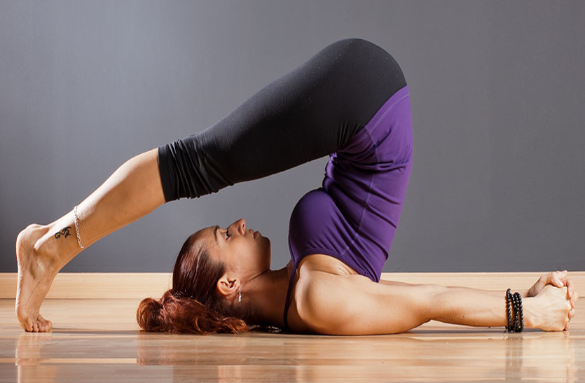 मोटापा कम करने, कंधों में अकड़न और कमरदर्द के लिए लाभदायक है ये आसन