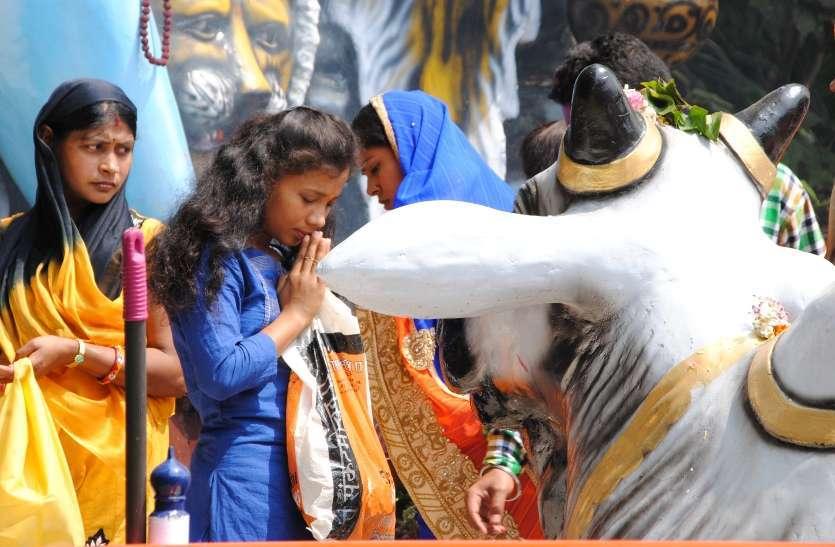 Photo Gallery :  सैकड़ो श्रध्दालुओं की लगी भीड़ मंदिरों में गुंजे शिवजी के जयकारे