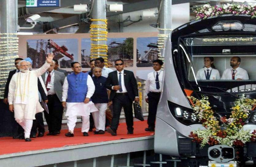 प्रधानमंत्री मोदी ने किया मेट्रो ट्रेन का लोकार्पण