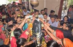 हर हर महादेव और भोलेनाथ के जयकारों से गूंजे मंदिर