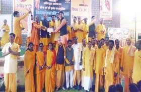 जिले भर के शिव मंदिरों, पहाडिय़ों पर दिन भर चलता रहा पूजा अर्चना का दौर, मग्न रहे भक्त शिव की भक्ति में