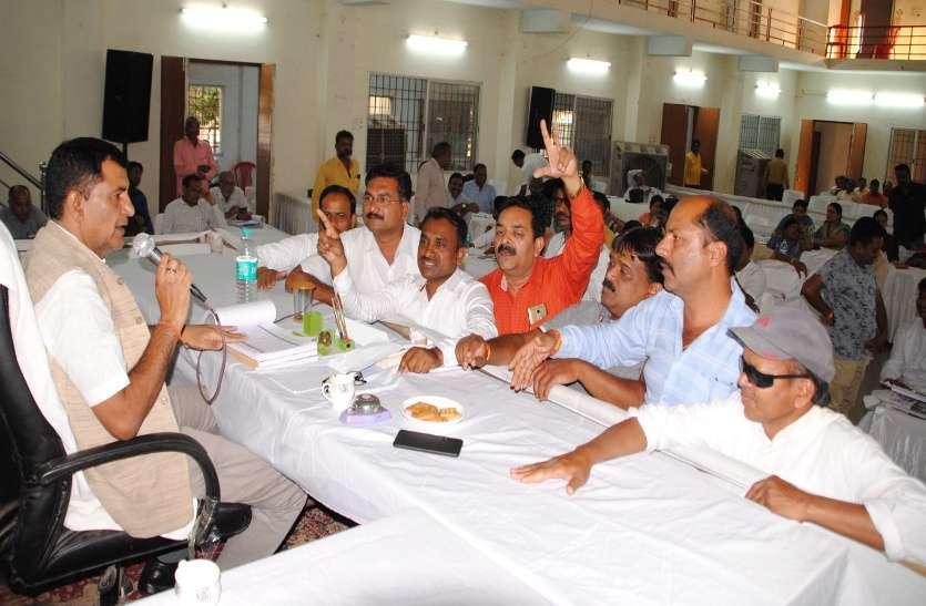 Photo Gallery : तीसरे दिन भी पास न हो सका निगम का  बजट आपस में भिड़ी महिला पार्षद